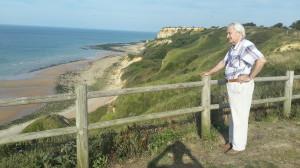 На берегу Нормандии, где в 1944 г. состоялось одно из многочисленных сражений Второй мировой войны, в районе приморского